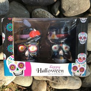 Holiday - HAPPY HALLOWEEN SALT AND PEPPER SHAKERS